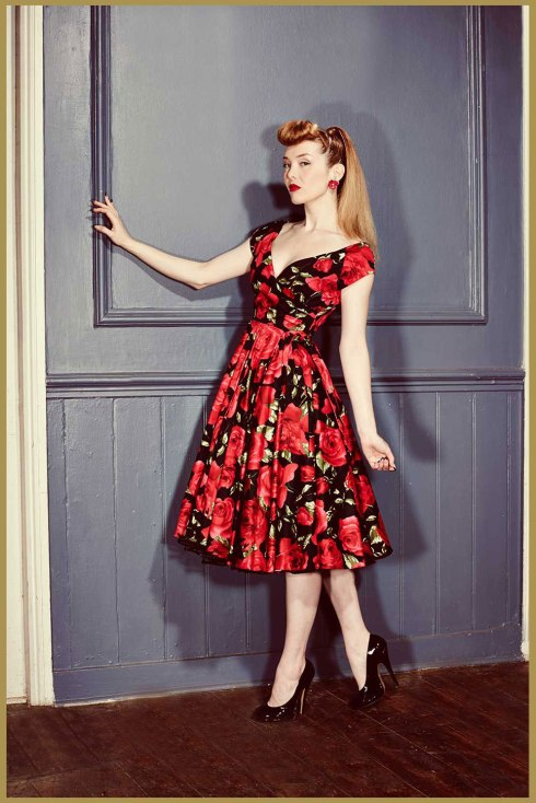dovima-gatlin-gal-black-red-rose-swing-dress-10