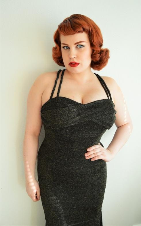 7b73b2cd3 This is what the 821 Waist Cincher looks like under clothing. The Serena  gown is by Collectif and a size UK 10.